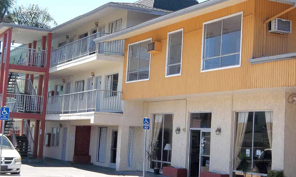 Affordable motels in hayward with exterior corridor rooms